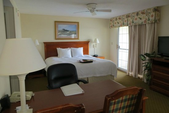 Hampton Inn & Suites Outer Banks / Corolla: Our family suite