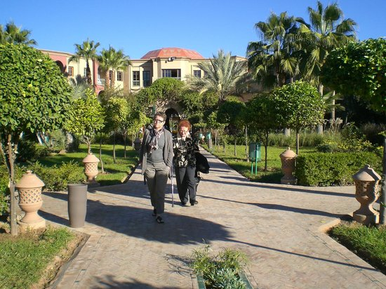 IBEROSTAR Club Palmeraie Marrakech: Jardin côté accueil-piscine