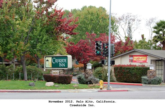 Creekside Inn: Entrance to hotel from El Camino Real street
