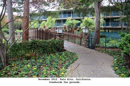 Creekside Inn: Hotel grounds