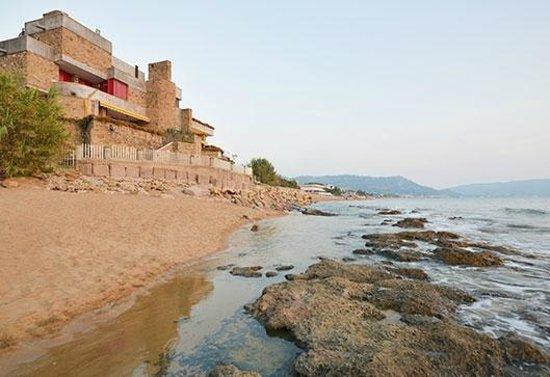 Mariblu B&B : La struttura vista dalla spiaggia dei Rocchi