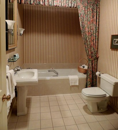Carnegie Inn & Spa: Sunk tub