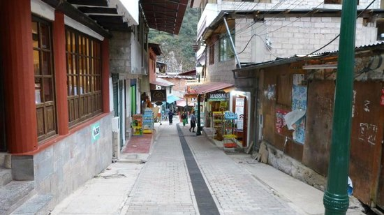 Hatun Inti Classic: Rue devant l'hotel