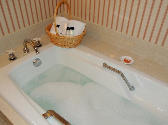 Carnegie Inn & Spa: Tub
