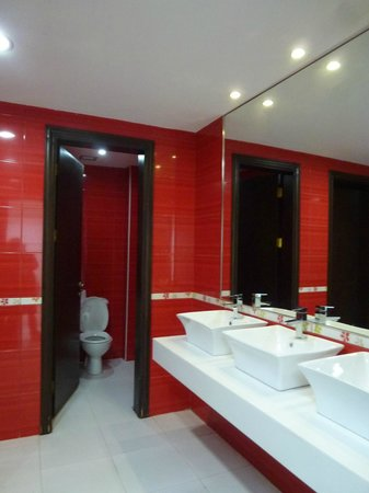 Petra Moon Hotel: Mens Room at hotel
