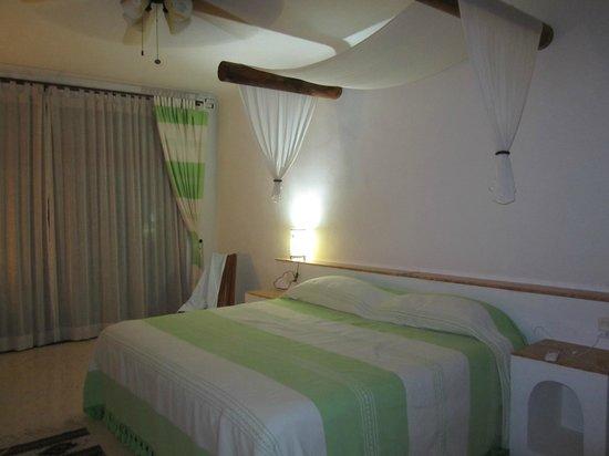 Hotel Oka'an : Our room