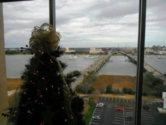 Holiday Inn Charleston Riverview : view from Harborview Restaurant
