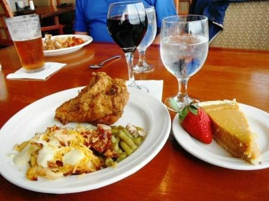 Holiday Inn Charleston Riverview : Boxing Day Southern Lunch at Harborview Restaurant