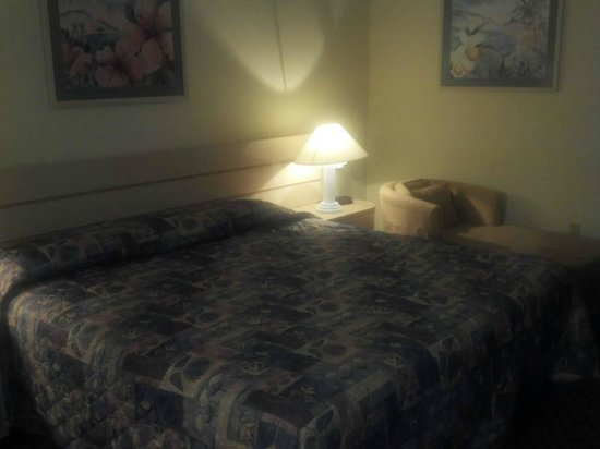 Alhambra at Poinciana: main bedroom with king sized bed