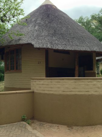Skukuza Rest Camp : Outside view of the rondavel