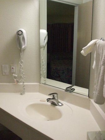Motel 6 Moab : bathroom, hair dryer