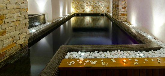 Fluentia Beauty Experience : Piscina terapia delle acque