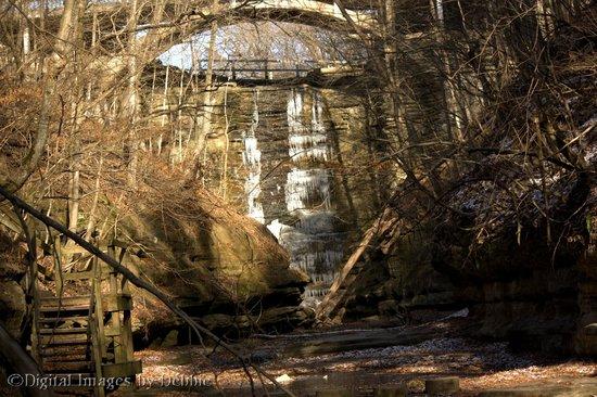Matthiessen State Park : frozen waterfall