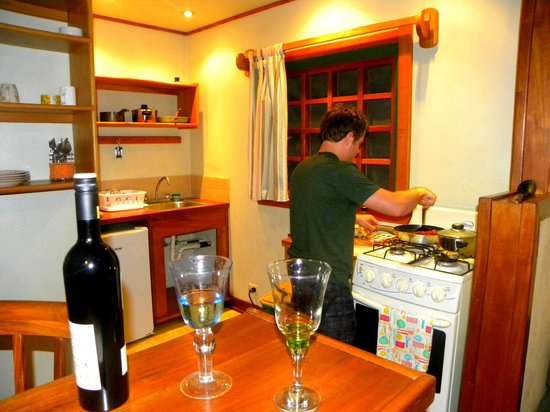 El Nido Cabinas: Everything you need to cook dinner incl wine glasses!