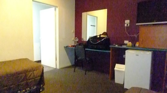 Harbour City Motel: room