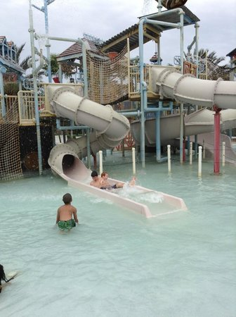 Reunion Resort of Orlando: slides on kids play area