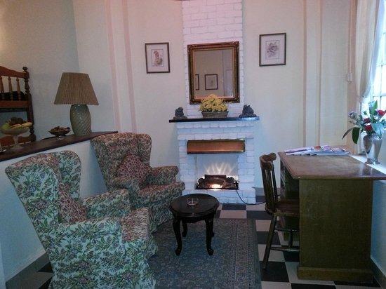 Ye Olde Smokehouse Fraser's Hill: Living area of the room