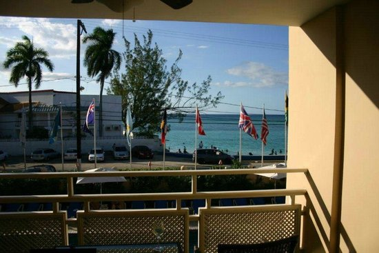 Sandals Inn: Balcony view of public beach