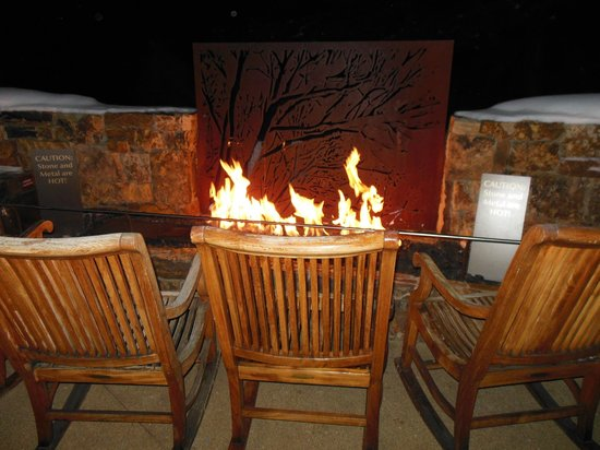 Vail Cascade Resort & Spa: Sitting area at/near the pool