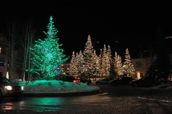 Vail Cascade Resort & Spa: Entrance lighting