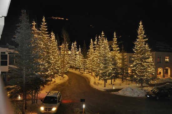 Vail Cascade Resort & Spa: Main drive in