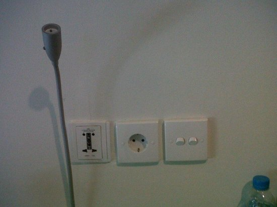POP! Hotel Kuta Beach: power plugs