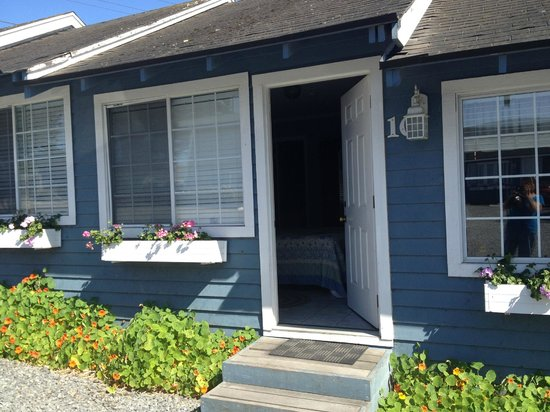Bodega Harbor Inn: Entry to our room