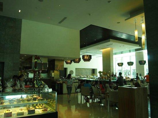 Hilton Bandung: Breakfast restaurant