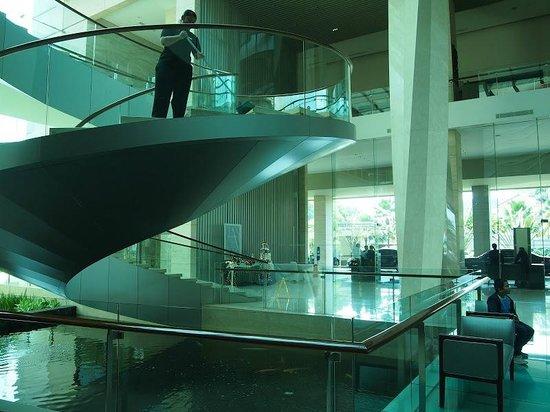Hilton Bandung: Spiral staircase
