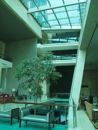 Hilton Bandung: Lobby 2