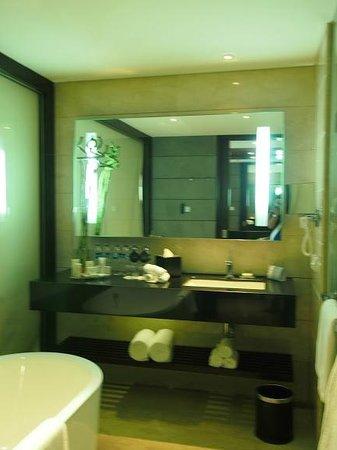 Hilton Bandung: Bathroom 2