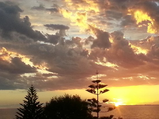 Beach Manor Bed and Breakfast Perth: Sunset from Beach Manor facing Indian Ocean