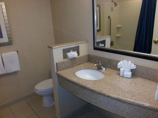 Courtyard Amarillo West/Medical Center: Nice and Clean Bathroom