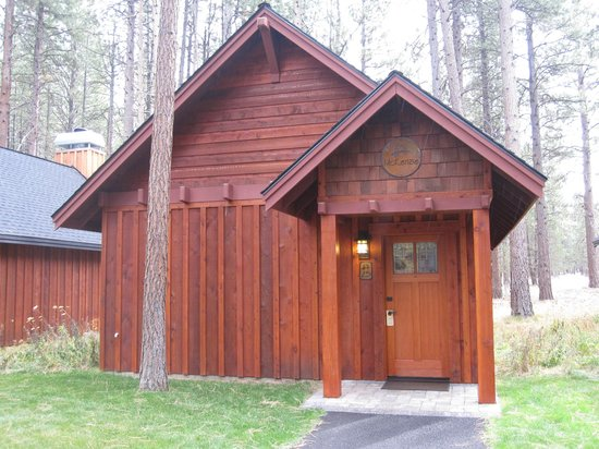 Five Pine Lodge & Spa: Our cabin