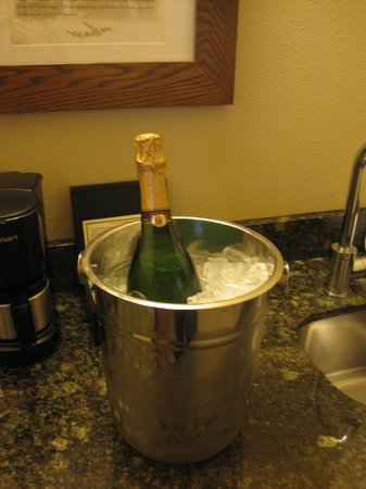 Five Pine Lodge & Spa: Mmmm, Champagne!