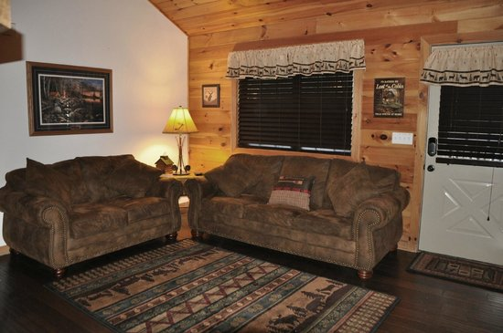 Great Branson Cabins: Living Room of Moose Hollow-3 bedroom