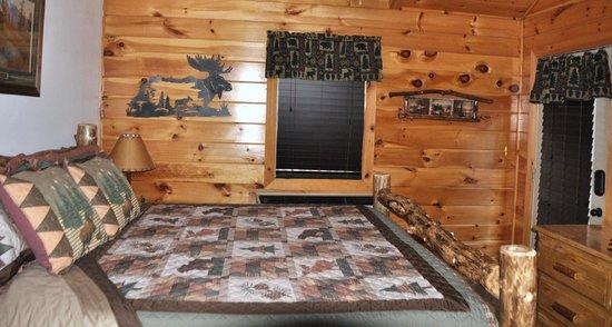 Great Branson Cabins: Moose Bedroom-Moose Hollow