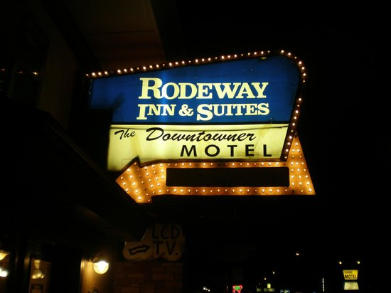 Rodeway Inn & Suites Downtowner-Rte 66: Front Sign