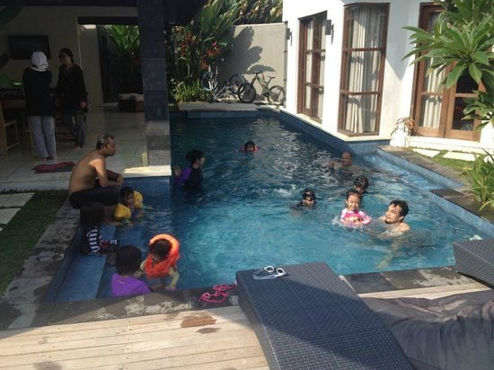 Baik Baik Villas: Fun in the pool