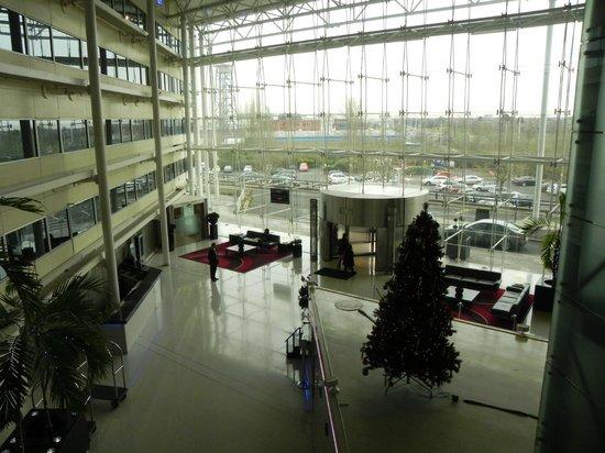 Hilton London Heathrow Airport: Lobby overview