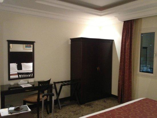 Splendid Hotel Musherib: Opposite bed