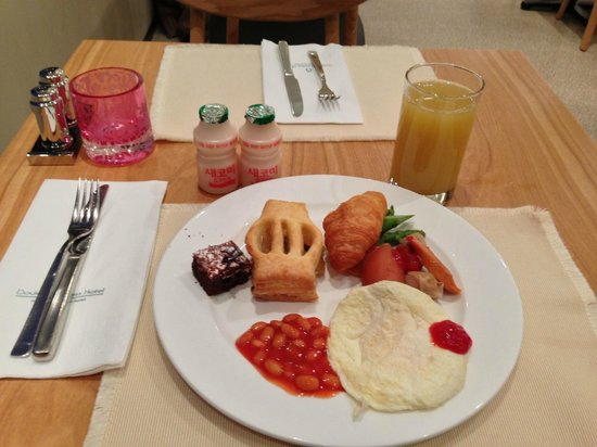 Doulos Hotel: Western breakfast (that I picked)