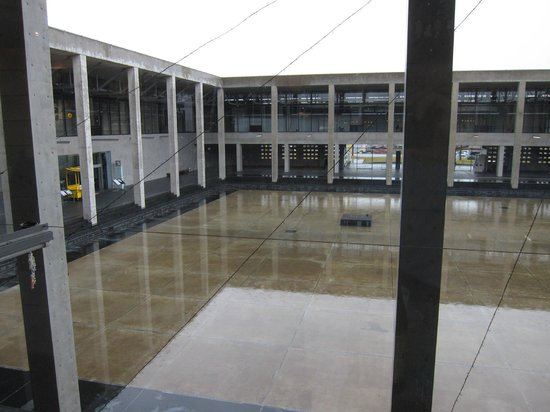 Echigo Tsumari Koryukan Kinare: courtyard of Museum of Modern Art on a rainy day