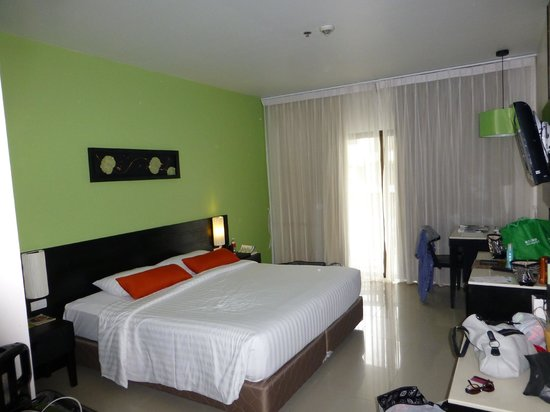 Deevana Plaza Phuket Patong: Hotel room