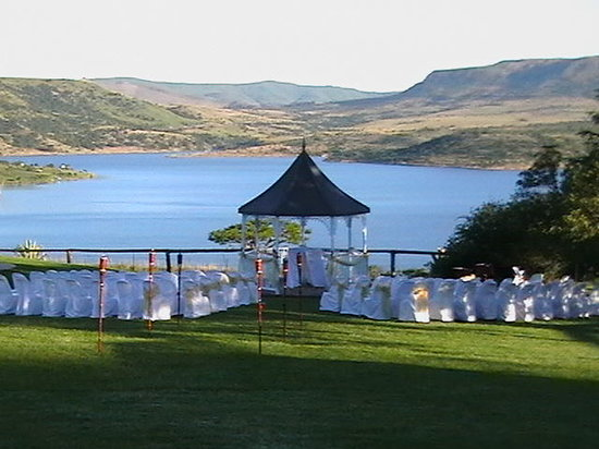 Blue Haze Country Lodge: Gazebo for weddings overlooking Wagendrift dam.
