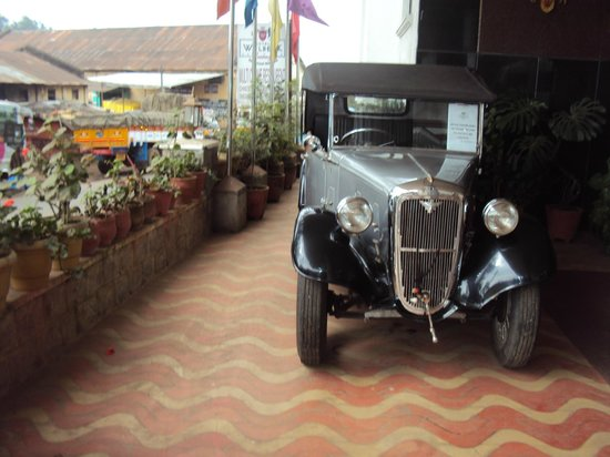 Hotel Welbeck Residency: Vintage car display