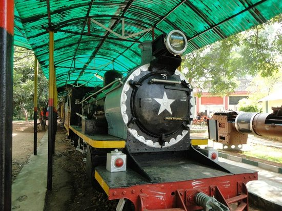 Mysore, India: Steam engine - closer view