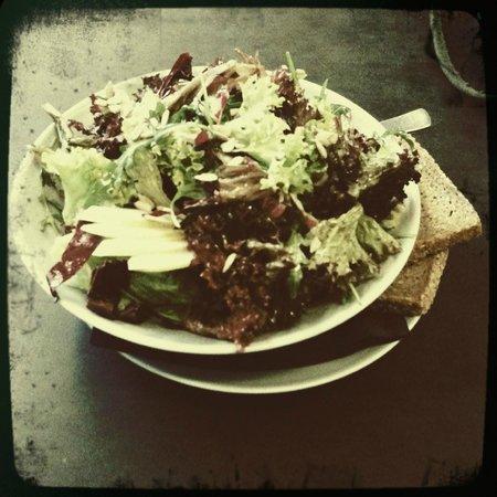 Oliv Cafe : Big, tasty, healthy salad!
