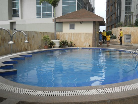 Crown Regency Hotel & Towers: Pool