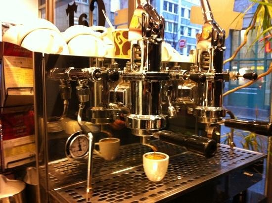 Cafe CaT Coffee and Tea: Kaffeemaschine im CaT
